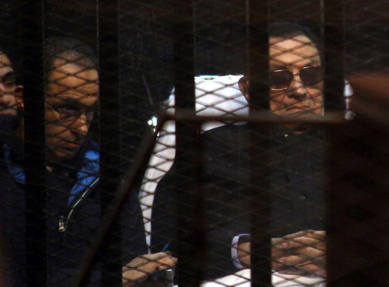 Hosni Mubarak, de voormalige president van Egypte, tijdens een zitting eind november. Beeld afp