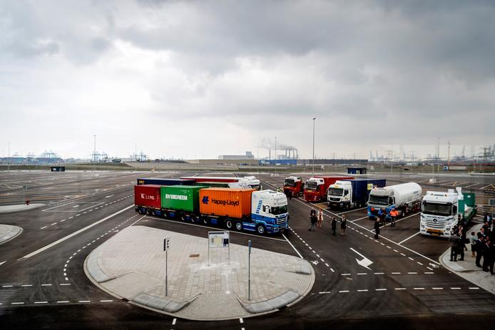Als voorbeeld voor de Central Gate in het Sloegebied dient de Maasvlakte Plaza in Rotterdam, een vrachtwagenparkeerplaats met tal van voorzieningen