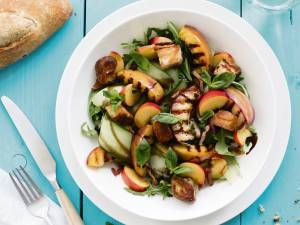 Wat Eten We Vandaag: Nectarinesalade met suikerbroodcroutons