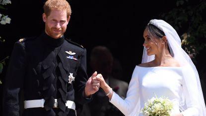 """""""Hij gooide mijn teddybeer op het dak en viel vaak van zijn polopaard vanwege enorme katers"""": Prins Harry kreeg het zwaar te verduren tijdens trouwspeech"""