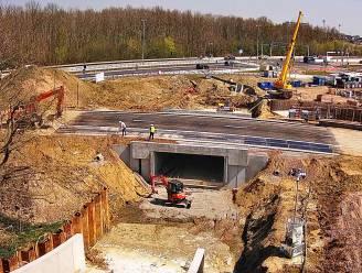 Plaatsing fietsersbrug en -tunnel vlot verlopen: lus kan morgenvroeg weer open