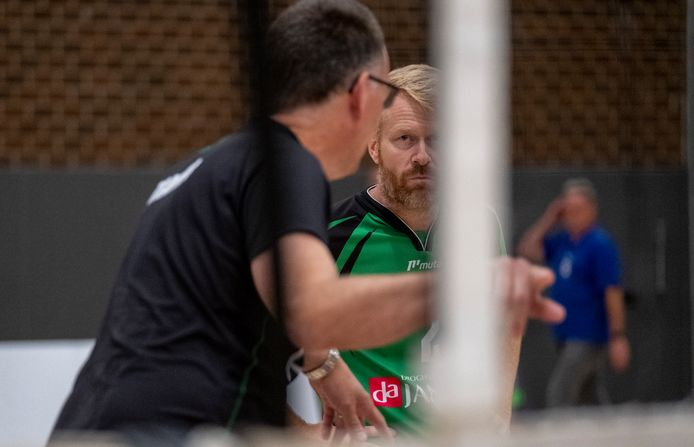 Coach Harry van den Brink en routinier Henrico Kroes staan met EVV nog met lege handen na het eerste duel.