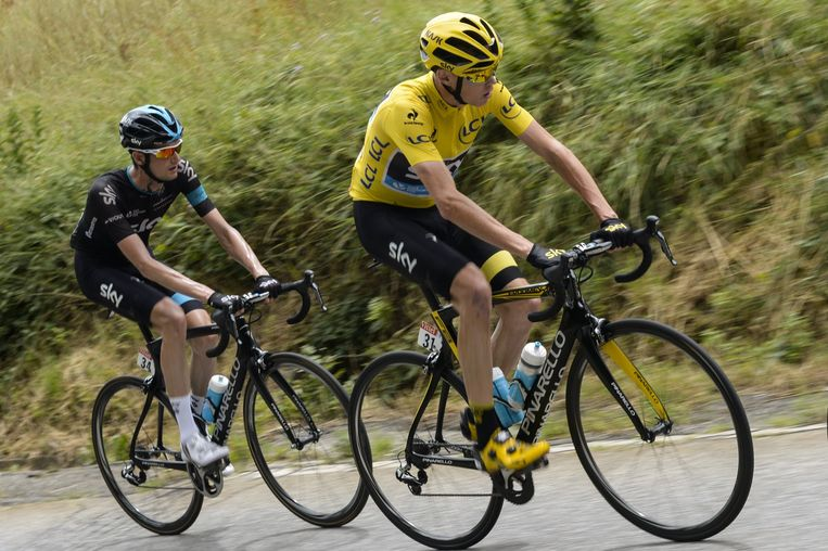 Chris Froome (r)) en Wout Poels tijdens de Tour vorig jaar Beeld anp