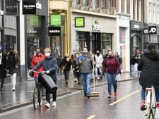 Winkeliersvereniging spreekt van gezellige zaterdagdrukte, gemeenten roepen op thuis te blijven