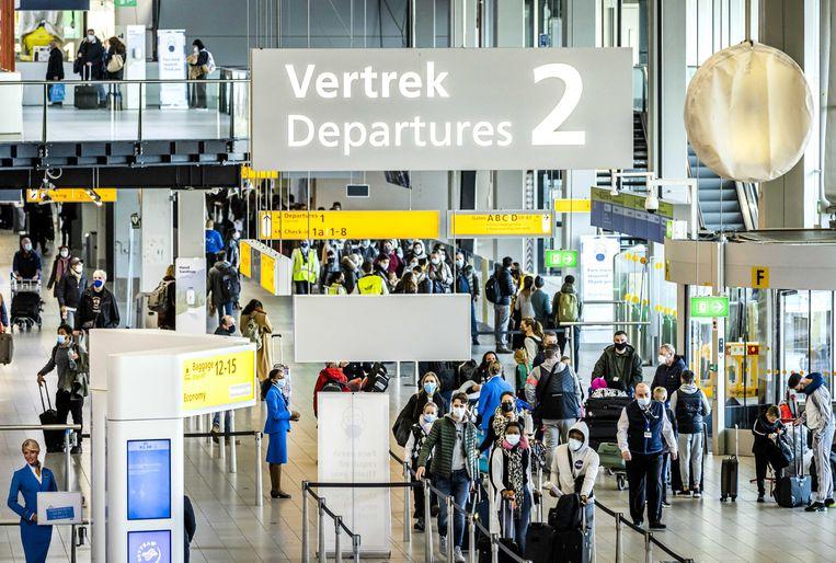 De actievoerders verzamelden zich op luchthaven Schiphol. Beeld Hollandse Hoogte / EPA