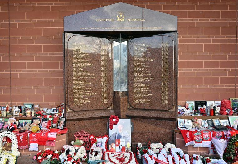Het monument voor de Hillsborough-ramp bij het stadion van Liverpool. Beeld Hollandse Hoogte / AFP