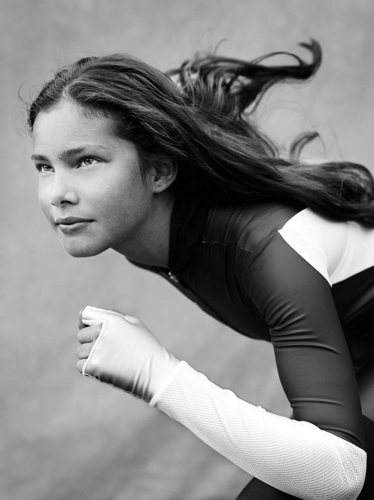 Fabienne Diniz uit Borne, net als haar broer Sebas een fanatieke wedstrijdschaatser. Beeld Stephan Vanfleteren