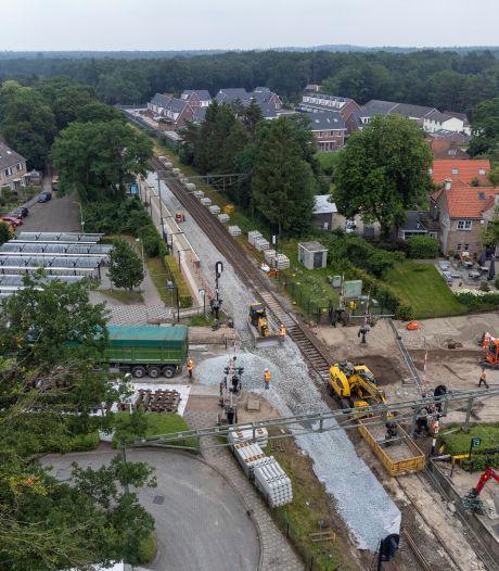 Bewoners rond NS-station in Wezep schrikken wakker van duizenden 'knikkers' op het spoor