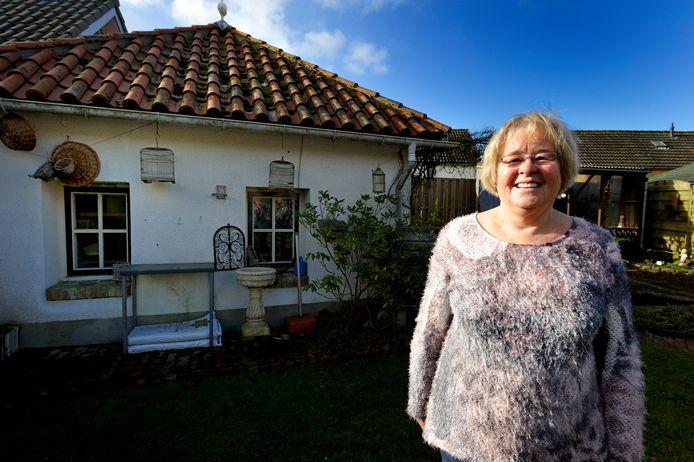 Nelly Wierikx heeft een van de Duitse bunker in haar achtertuin in Hoogerheide een tuinhuisje gemaakt.