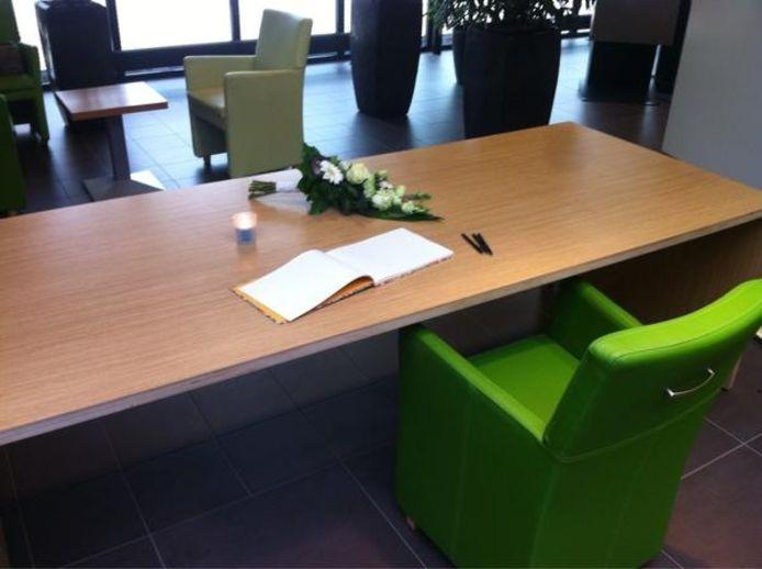 In het TweeSteden Ziekenhuis in Waalwijk (en ook Tilburg) is een condoleanceregister geopend.