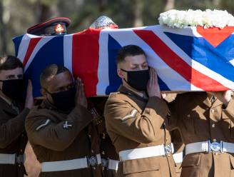 Militair eerbetoon tijdens uitvaart van 100-jarige coronaheld Tom Moore