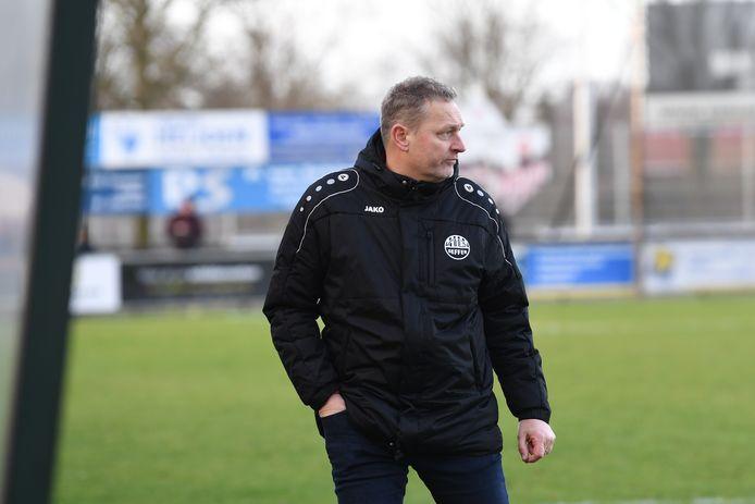 Theo Bronts als trainer van Nooit Gedacht.