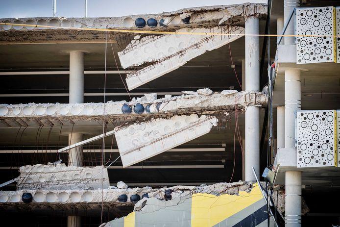De ingestorte parkeergarage in aanbouw bij Eindhoven Airport met de bollenvloer. Door een constructiefout ontstonden katastrofale problemen.