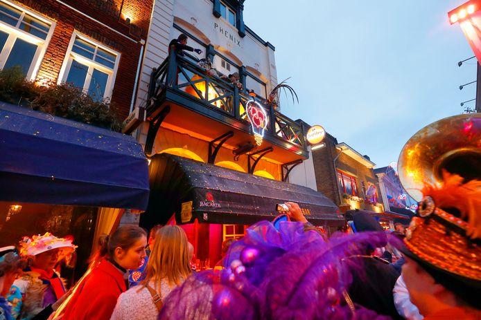 Het ontsteken van 't Lempke op het Stratumseind was op Elluf Elluf het officieuze startsein voor het lampegats carnaval 2019.