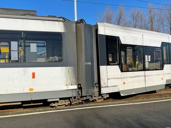 De tram belandde naast het spoor in Zeebrugge.