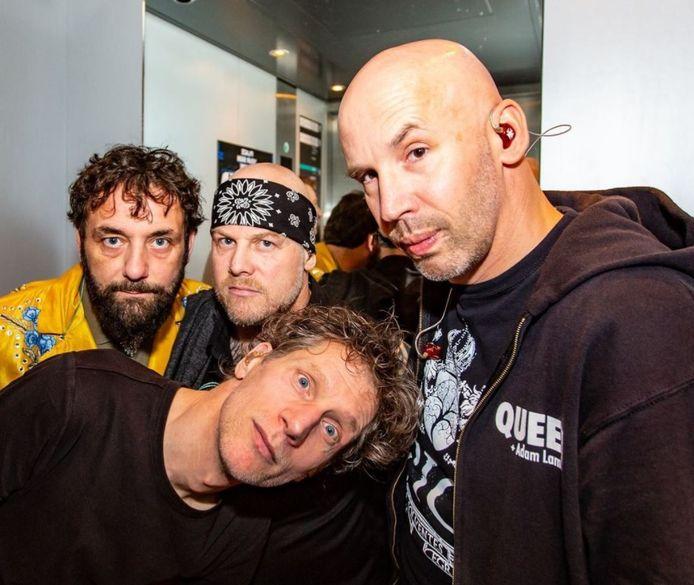 Heideroosjes in 2019, met frontman Marco Roelofs (met zwarte bandana).