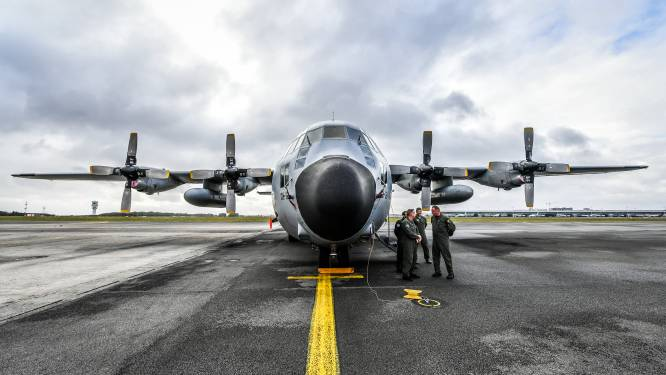 """Defensiestaf wil oudste C-130 om """"emotionele en pragmatische redenen"""" in Melsbroek houden, maar minister kiest toch voor Bevekom"""