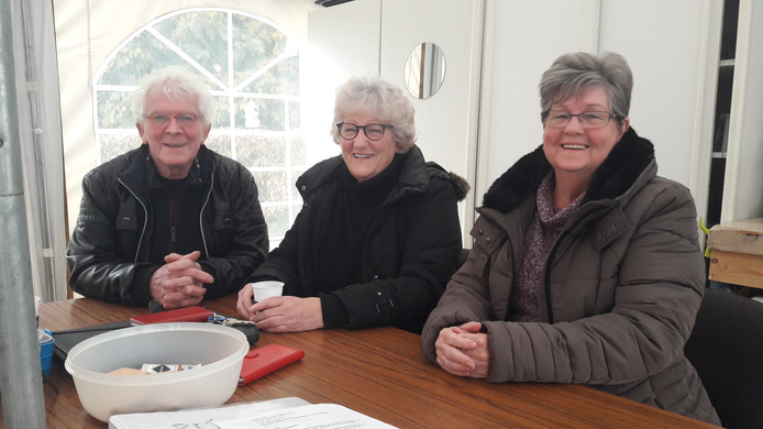 Guus Hurkmans, Betsy Welts en Annie Valk (vlnr), beheerders van Peters Hofje in Waalwijk.