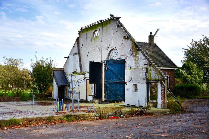 De schuur van de monumentale boerderij Bouwlust aan de Zuidendijk werd in 2019 illegaal gesloopt. Eigenaar Machiel van Driel heeft de schuur weer opgebouwd tot woning voor zijn gezin. De boerderij wordt een proeverij en op het erf staat een wijnmakerij voor de wijngaard erachter.