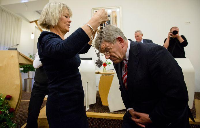 Op 2 januari 2014 wordt Jan van Zanen benoemd als burgemeester van Utrecht. Hij krijgt de ambtsketen overhandigt van loco-burgemeester Mirjam de Rijk. Hij was hiervoor burgemeester van Amstelveen