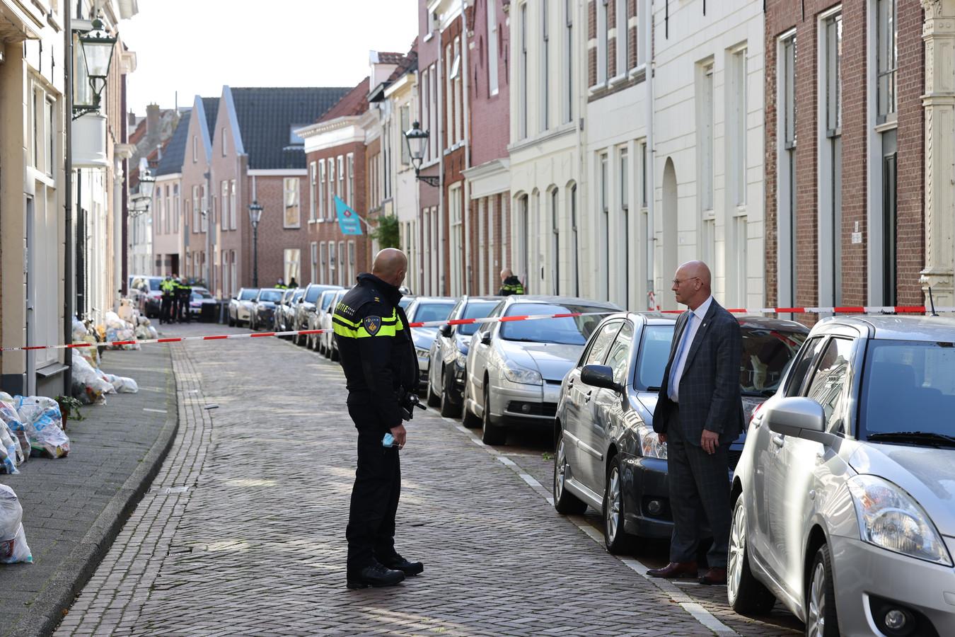 Burgemeester Bort Koelewijn van Kampen (rechts) pleit samen met de burgemeesters van Zwartewaterland, Steenwijkerland en Staphorst voor meer politiecapaciteit in de regio IJsselland - Noord. Volgens Koelewijn staat de bezetting teveel onder druk.