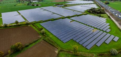 Via zonneparken verdienen buitenlandse investeerders grof geld aan onze weilanden