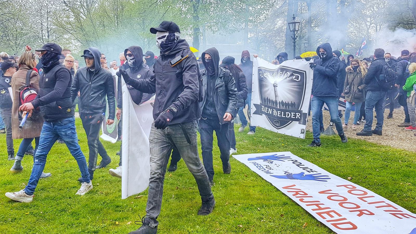 Defend-groepen zijn betrokken bij een clash met de Mobiele Eenheid tijdens een demonstratie in Barneveld afgelopen zaterdag.