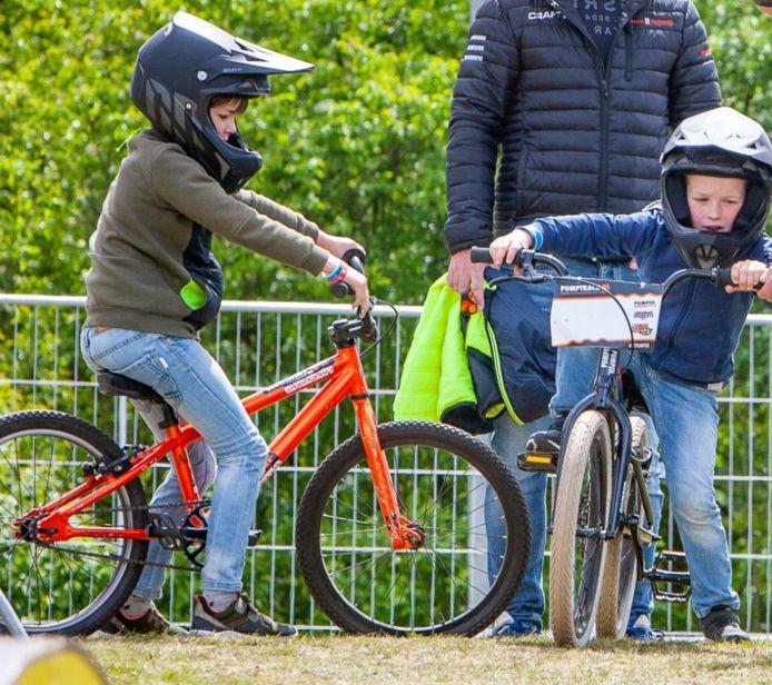 De jeugd kan deelnemen aan gratis BMX-clinics bij het GO Cycling-fietsplein in Waalwijk.