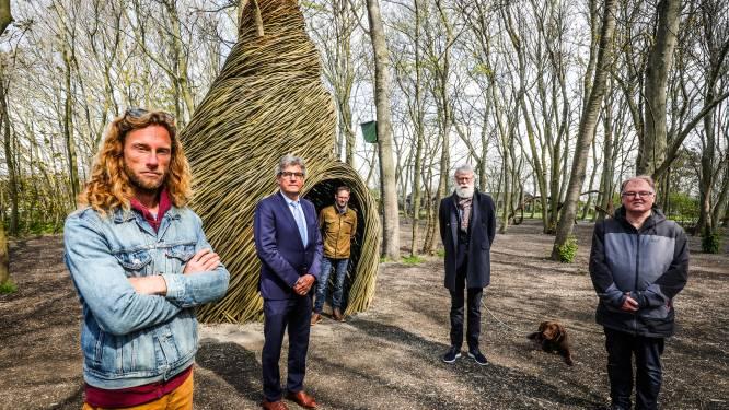 5 meter hoge wulk uit wilgentakken spoelt aan in vernieuwd Prins Mauritspark