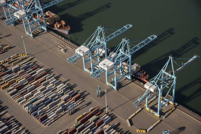 Een foto van de Rotterdamse haven ter illustratie.