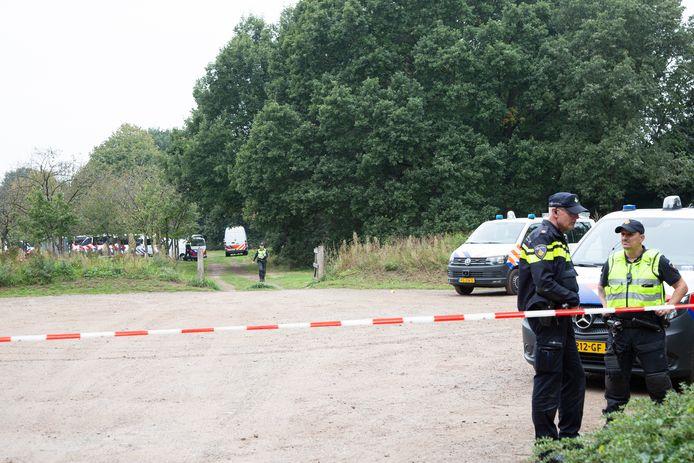 De moord in het Schelfhorstpark in Almelo leidde zaterdag en zondag tot grootschalig onderzoek door de politie.
