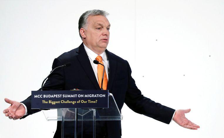 De Hongaarse premier Viktor Orban is niet van plan zomaar in te binden. Beeld REUTERS