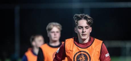 Jarige Daniël (18) mag niet meer voetballen vanwege coronaregels, volgende week is hij weer welkom