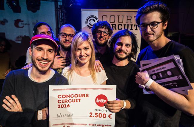 Le premier prix décerné à WUMAN comprend notamment un prix du Lotto de 2.500 euros et un prix de la Fédération Wallonie-Bruxelles de 2.000 euros, un bon de 400 euros pour du matériel, des jours d'enregistrement et du coaching communication