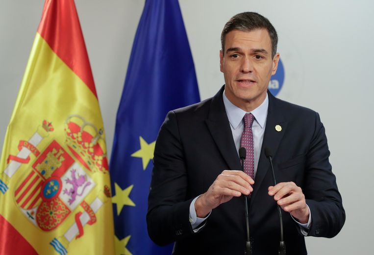 Spaans premier Pedro Sanchez kan zonder ongelukken volgende week dinsdag aan de slag met zijn nieuwe regering. Beeld EPA