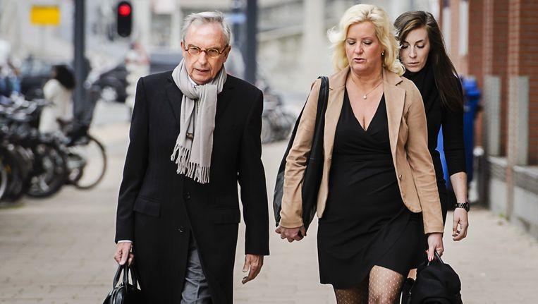 Oud-wethouder Jos van Rey arriveert samen met zijn advocate Gitte Stevens bij de rechtbank in Rotterdam, waar hij vandaag de eis in zijn strafzaak hoorde. Beeld anp