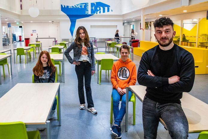 Anouk, Maureen en Michil zitten op het Veluws College en krijgen allemaal begeleiding van een coach. Net zoals alle andere leerlingen. Ümit Yilmaz is een van de coaches die op school helpen de gekke coronatijd door te komen.