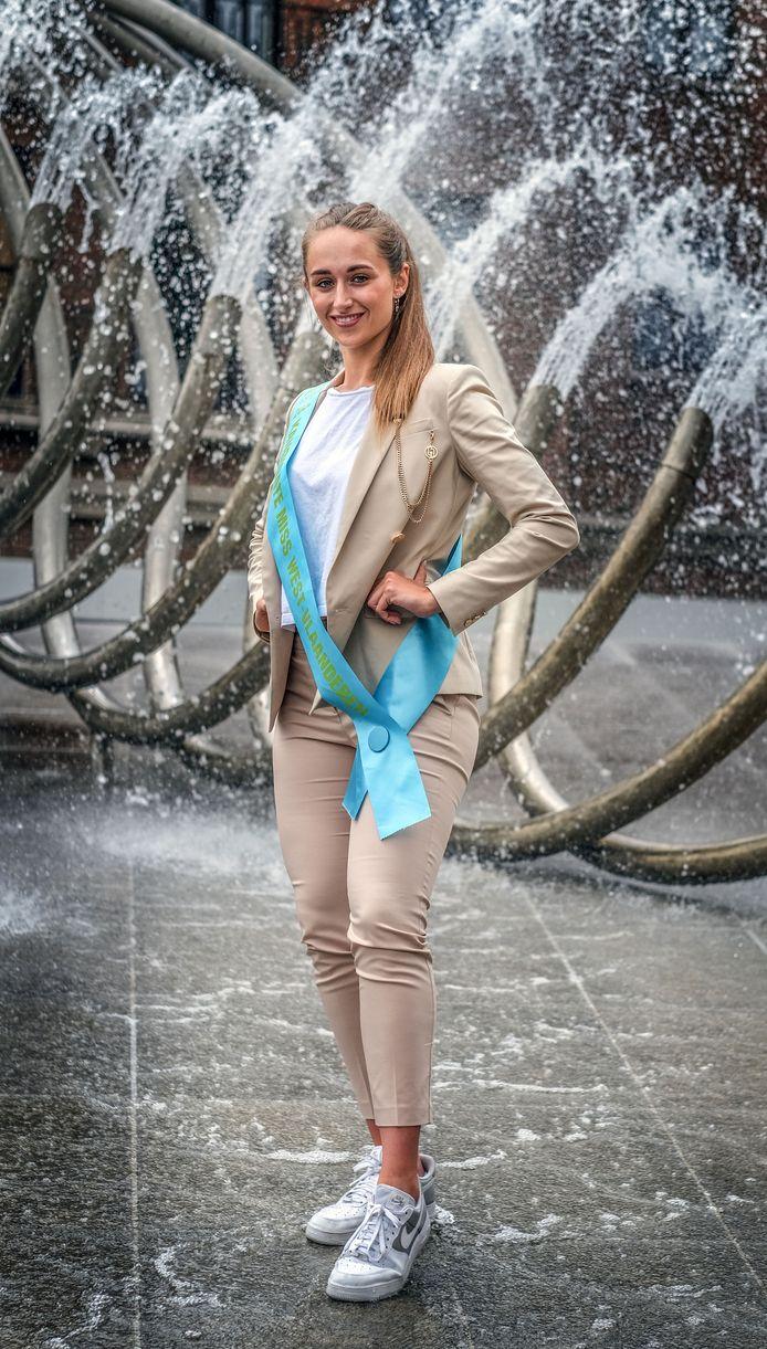 Louise, bij fontein De Golf, op het Schouwburgplein