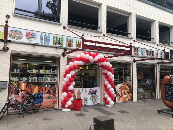 De Poolse supermarkt Biedronka in Heeswijk-Dinther is donderdag weer open gegaan voor het publiek.