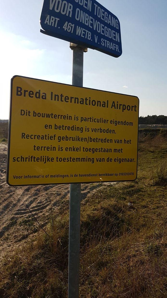 Samenscholing van 75 mensen bij Breda Internation Airport beëindigd.