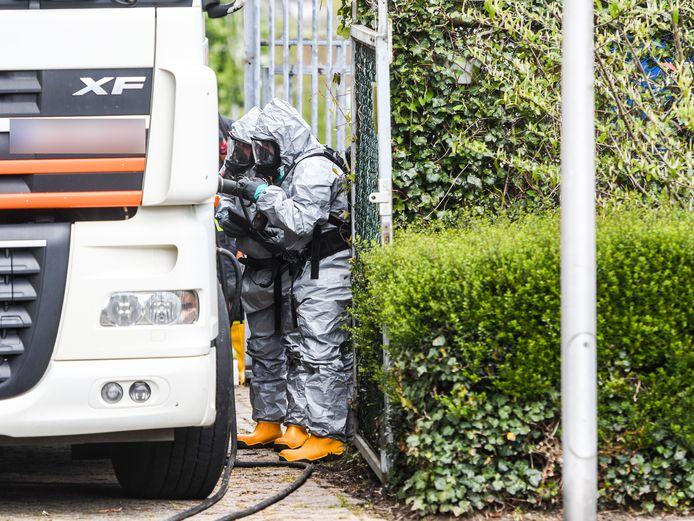 Uit een tankwagen in een woonwijk in Koudekerk lekte vrijdag chloor.