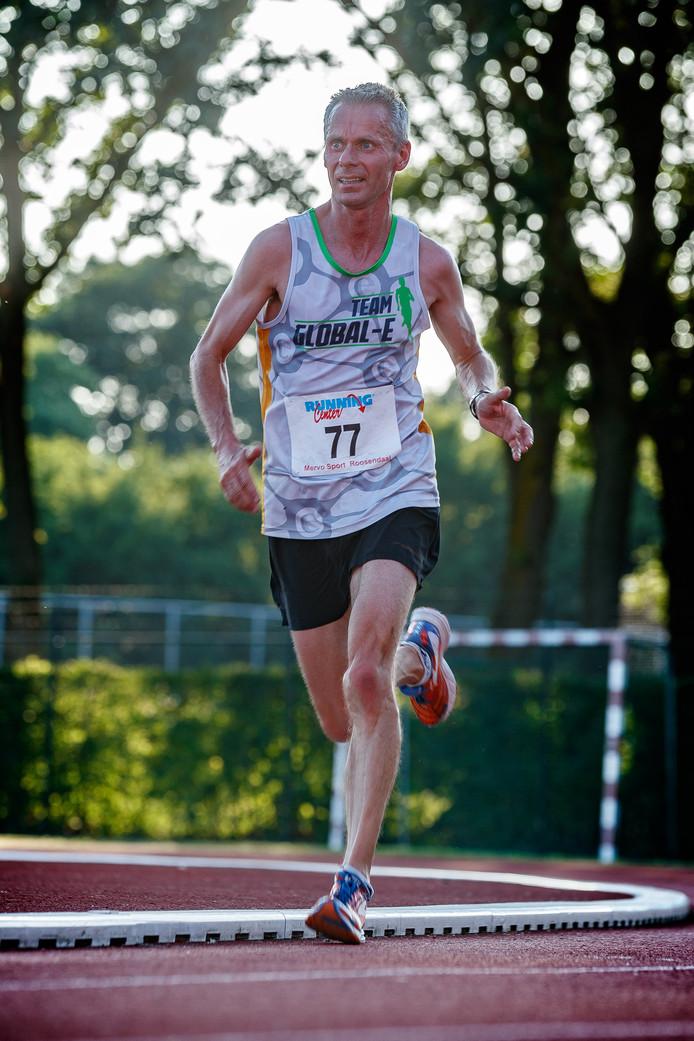 De eerste finisher van de 10 kilometer bij de Pagnevaartloop: Huub Maas.