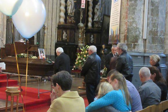 De uitvaart vond plaats in de Sint-Sulpitiuskerk, waar Polders wekelijks naar de mis ging.