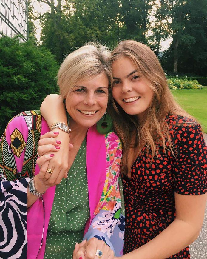 Eloise met haar moeder, prinses Laurentien.