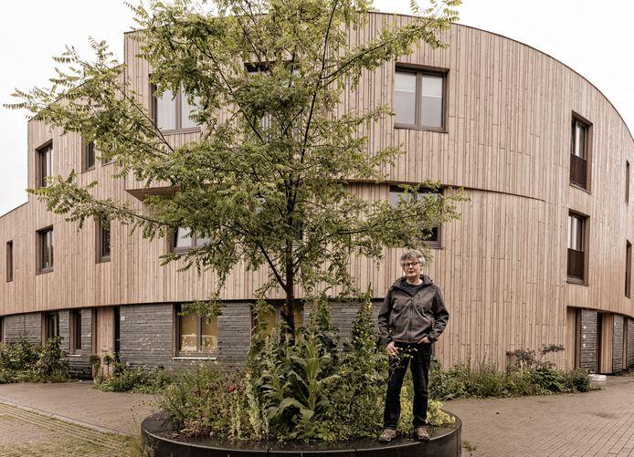 Arie Visser woont in de Groene Mient. ,,Ik betaal maar 9 euro per maand aan energiekosten!''