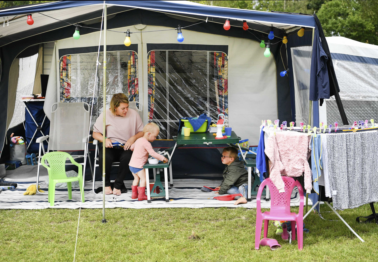 Campings in Overijssel doen goede zaken in deze zomermaanden, maar het maakt vooralsnog het inkomstenverlies aan het begin van het jaar niet goed.
