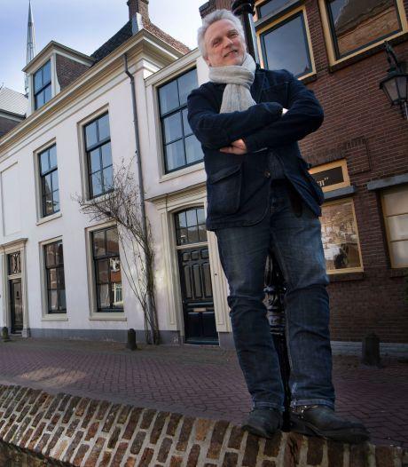 Hans verkoopt zijn 16de-eeuwse woning, maar zijn dochters zijn het daar hélemaal niet mee eens