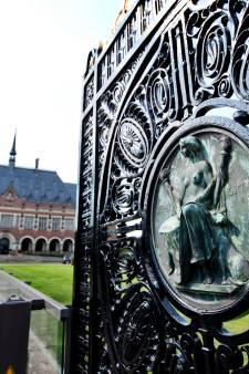Rechters Internationaal Gerechtshof klagen werkgever aan om hoger loon