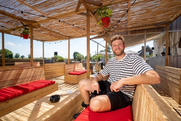 BLAASVELD/HEFFEN Vincent Op de Beeck op het terras van café Den Bled