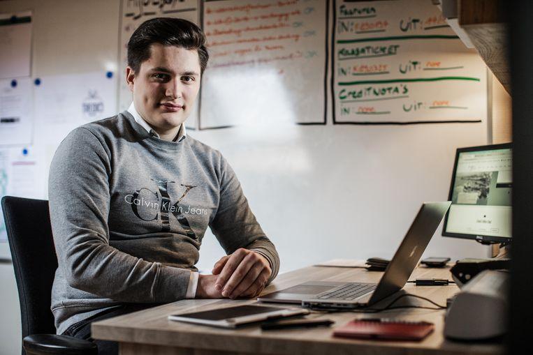 Jordy Plovie is een 18-jarige student met een grafisch designbureau. Beeld Bob Van Mol